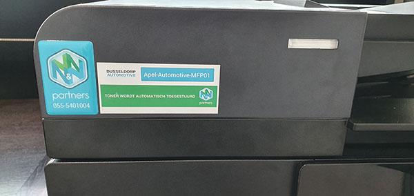 Voorbeeld van printer met sticker